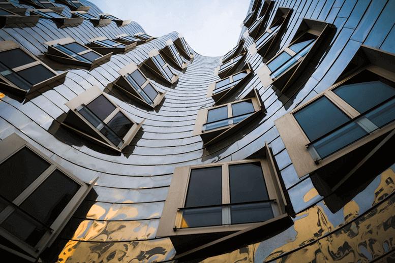 Gehry Bauten Düsseldorf HafeniStock-1058112460 (1) (1)
